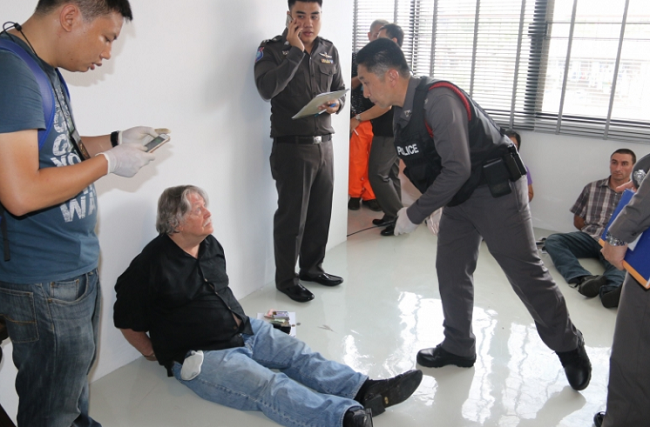 The foreigners are handcuffed at the commercial unit