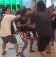 Woman fights man waiting for king's bank notes