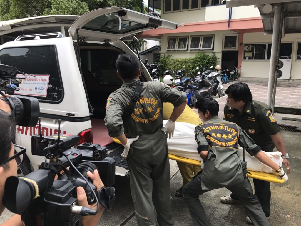Thai police carry the body of Alexandre Cazes into an ambulance