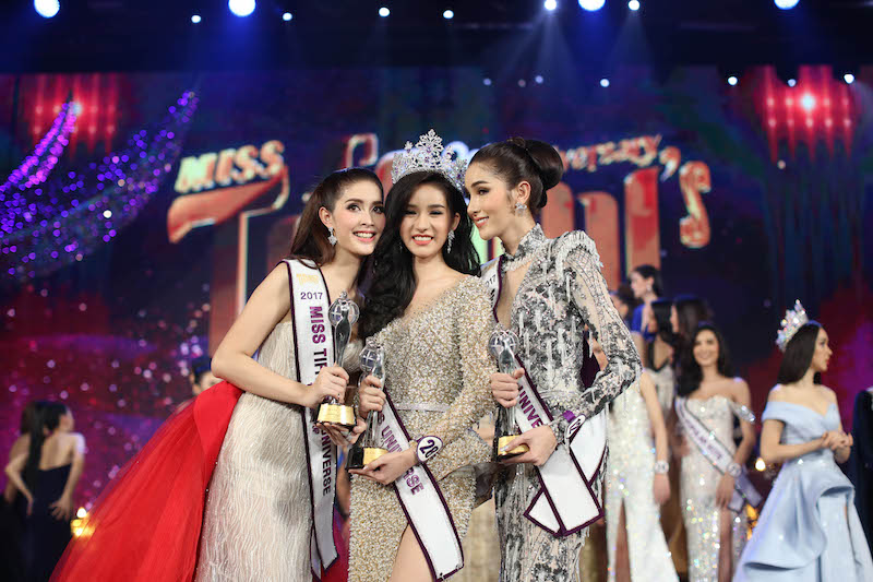 Yohshi Rinrada Thurapan, 22, (centre) is crowned Miss Tiffany's Universe 2017 alongside second place Kwan Lada Rungroj, 23, (left) and third place Pimpisa Pancharoen, 22 (right) in Pattaya