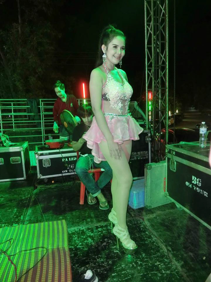 POP SINGER RED-FACED AFTER SKIRT BLOWS UP AND GIVES CROWD A VIEW